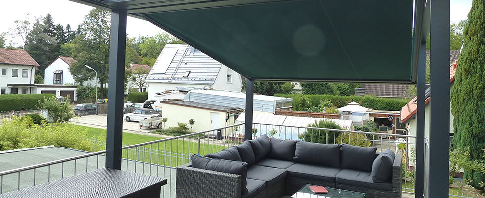 Pergola über der Terrasse